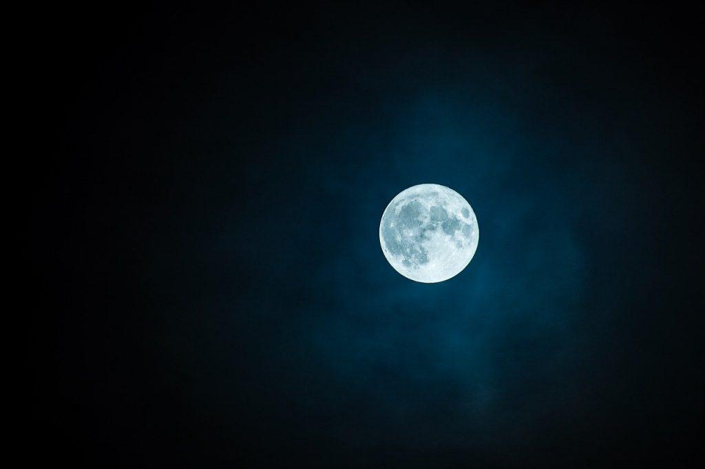 Eau de lune : Comment fabriquer et utiliser l'eau de lune ?